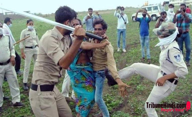 पहले पुलिस की मार और फिर कीटनाशक खाने वाले गुना के दलित दंपति पर दर्ज हुई FIR